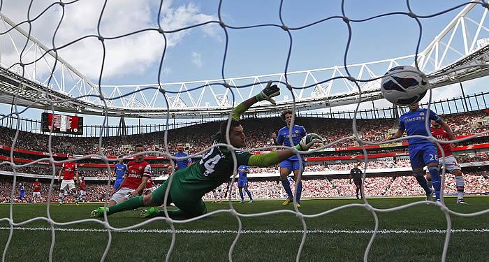 Torres y Mata guían al Chelsea a la victoria