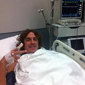 Carles Puyol no ser operado y estar de baja dos meses