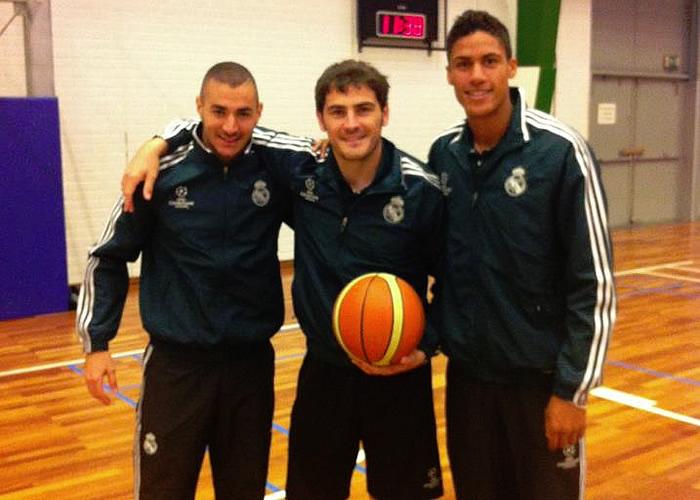 Casillas, basket con Benzema y Varane tras el entrenamiento