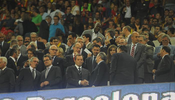 Florentino le preguntó a Puyol por su lesión de codo