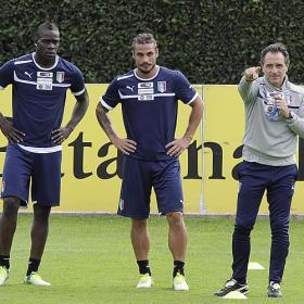 Balotelli-Osvaldo será el ataque ante Armenia