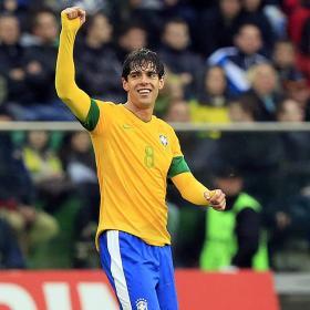 Kaká lidera a Brasil con un gol ante Japón
