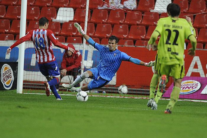 Sangoy marca dos goles y salva a su entrenador