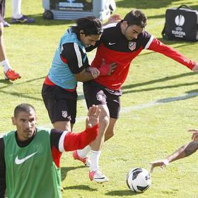Simeone ensayó con Raúl García y Adrián en el once