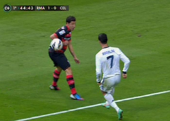 Cristiano Ronaldo pidió penalti por mano de Roberto Lago