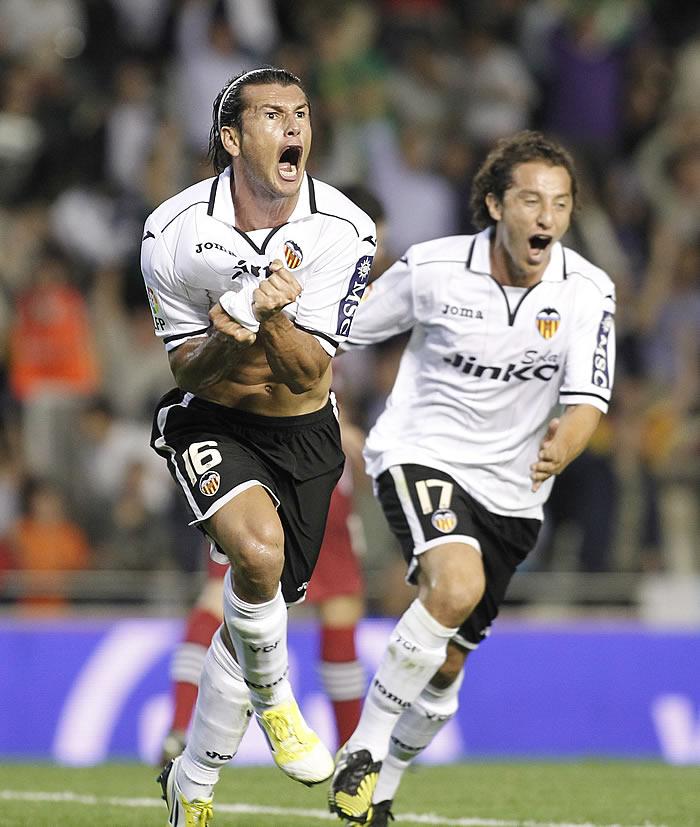 Herrera se autoexpulsa y el Valencia remonta un 1-2