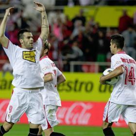 La fuerza de Negredo empuja al Sevilla a puestos europeos