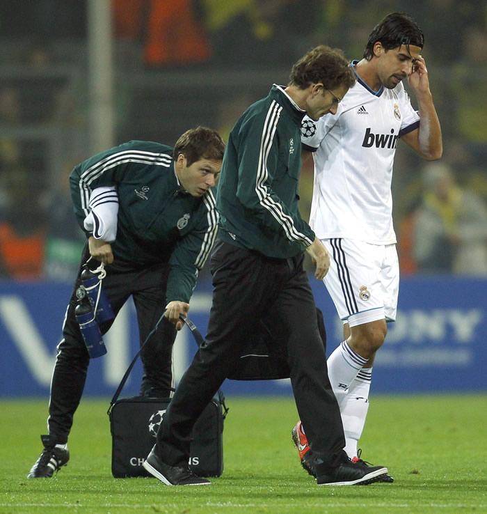 Khedira sufrió un golpe en el muslo y recayó de su lesión