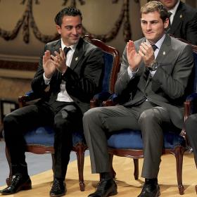 Iker y Xavi llegaron a Oviedo a recoger su Príncipe de Asturias