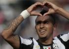 Vidal mantiene líder a la Juve; el Inter gana y ya es segundo