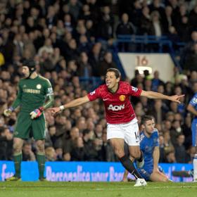 Van Persie y el árbitro matan al Chelsea ante el Manchester