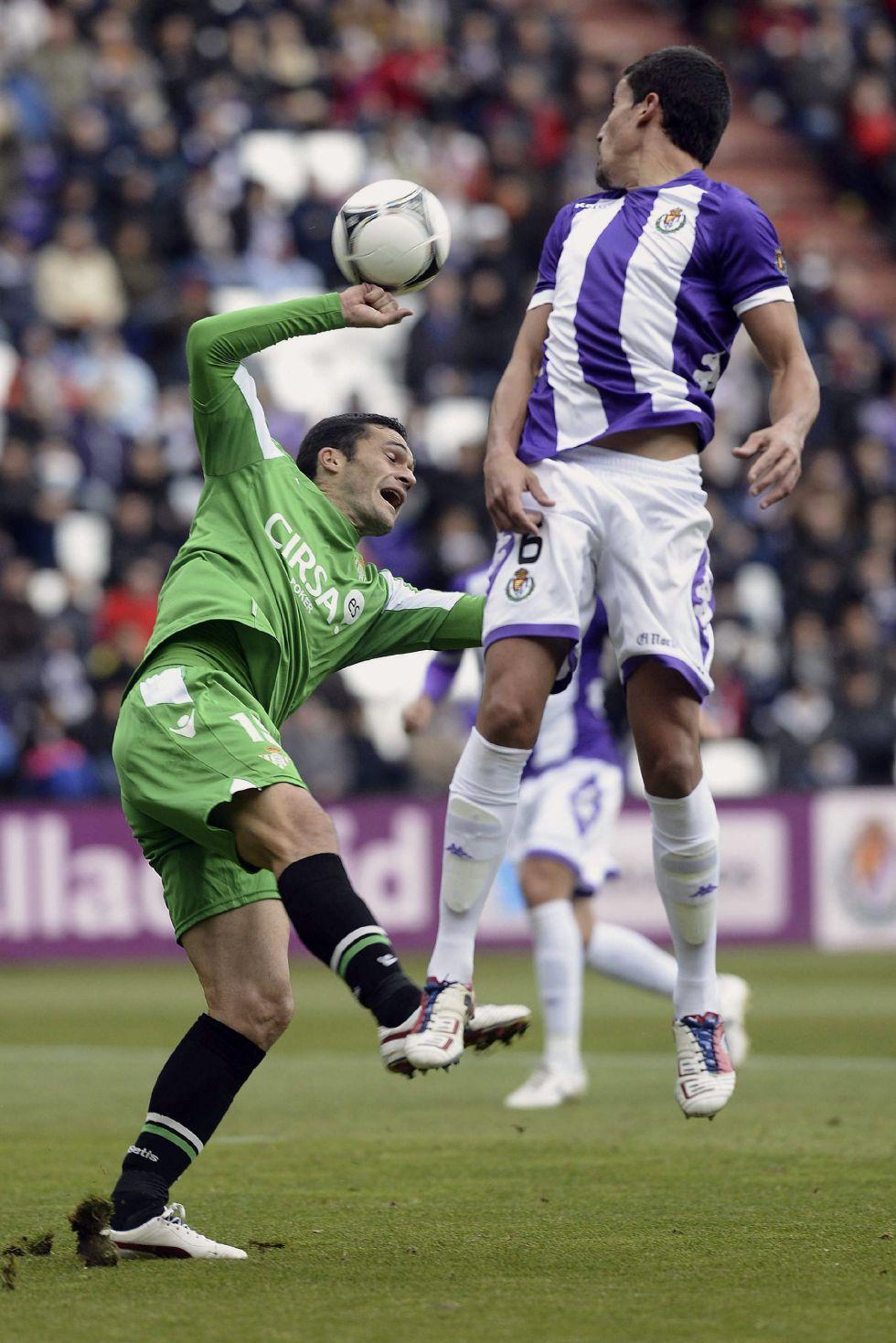 El Valladolid mantiene su renta pese a estar media hora con diez