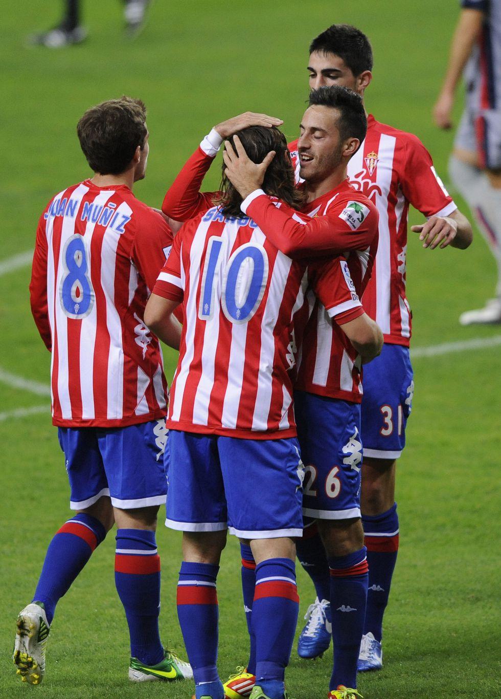 El Sporting de Gijón saca ventaja con un ojo puesto en la Liga