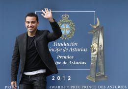 Xavi dona los 25.000 euros del Premio contra la pobreza infantil