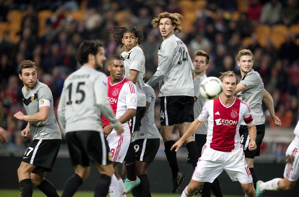 El Ajax encaja ante el Vitesse su primera derrota de la temporada