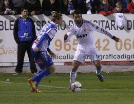 Albiol es titular, Arbeloa regresa y Essien será centrocampista