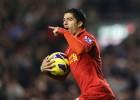 Luis Suárez y Jose Enrique evitan la derrota del Liverpool