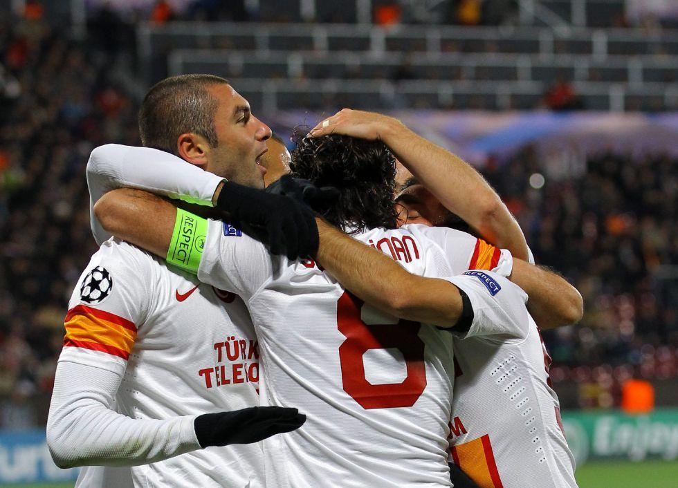 'Hat-trick' salvador de Burak Yilmaz frente al flojo Cluj