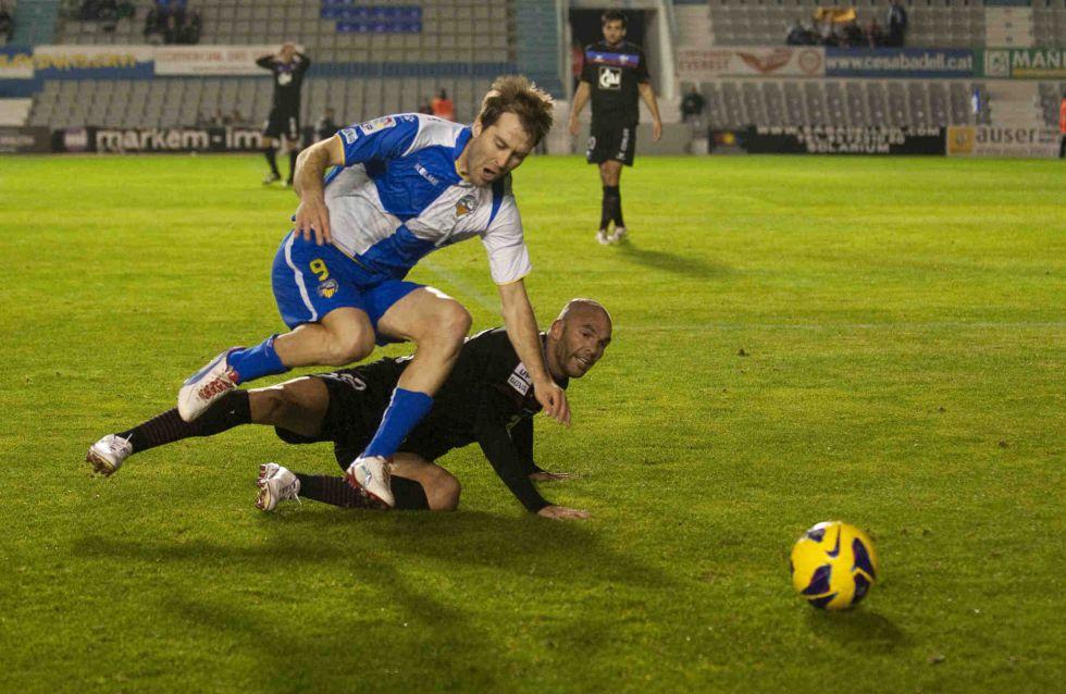 El Sabadell, de penalti, hunde un poco más al debilitado Huesca