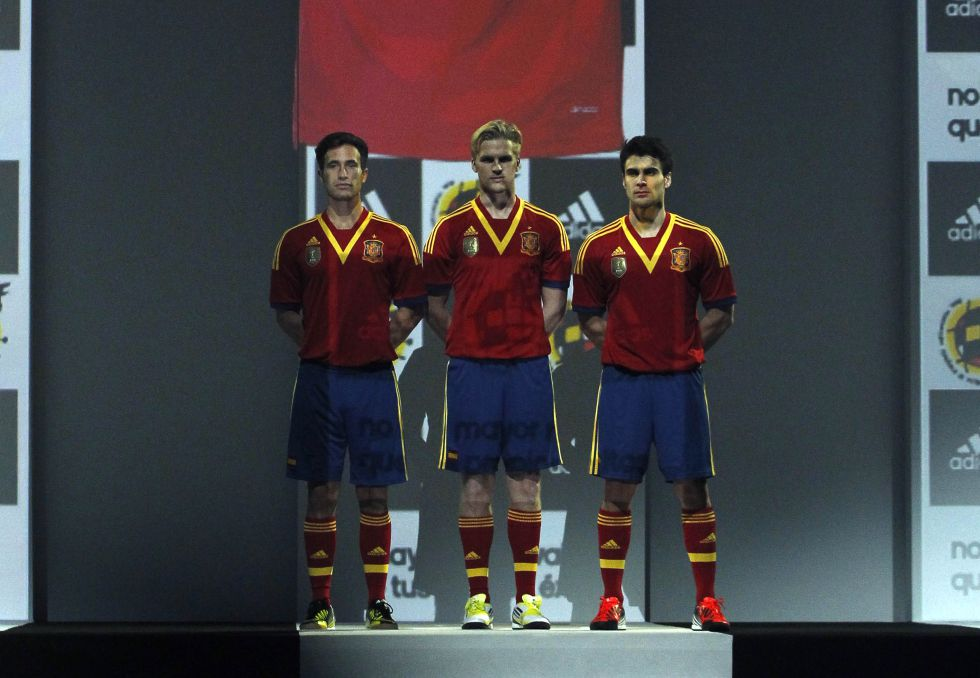 Persiste el escusón francés en la nueva Roja de España