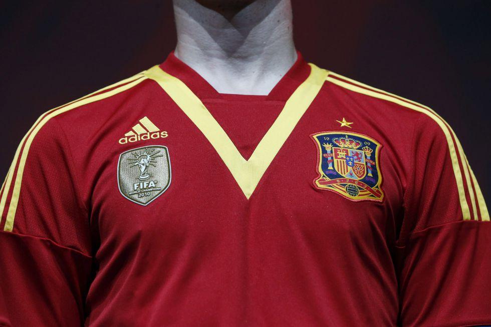 La afición rechaza la nueva camiseta de la Roja