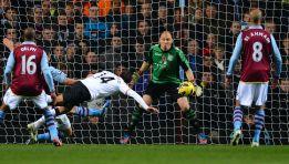 El Manchester United remonta con doblete de Chicharito