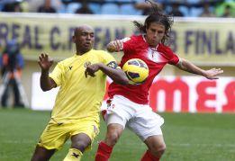 Los errores amarillos dan vida y un punto al Murcia