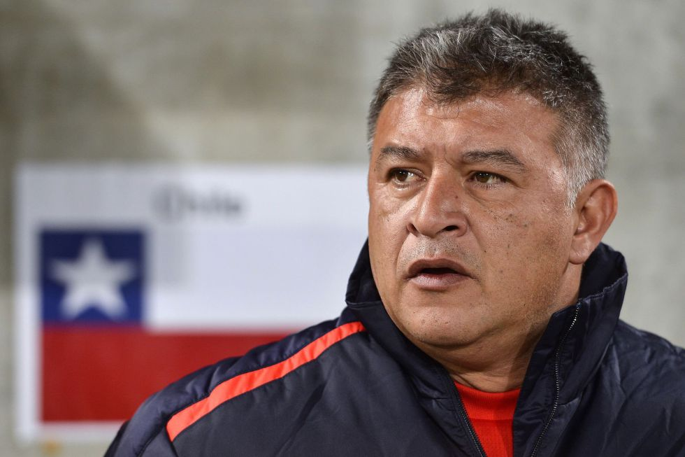 Borghi deja de ser seleccionador chileno tras perder ante Serbia