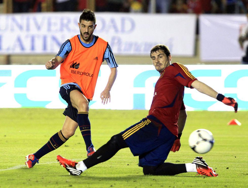 Casillas dejó que David Villa llevara el brazalete de capitán