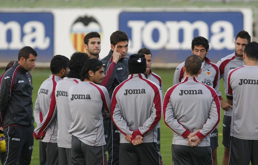 Pellegrino reserva a Gago y no jugará ante el Espanyol