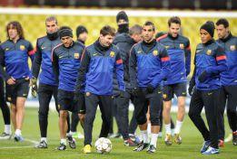 El Barça se entrena a bajo cero en la hierba artificial del Luznikhi