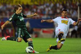 Modric titular y Özil al banquillo, el City juega con tres centrales