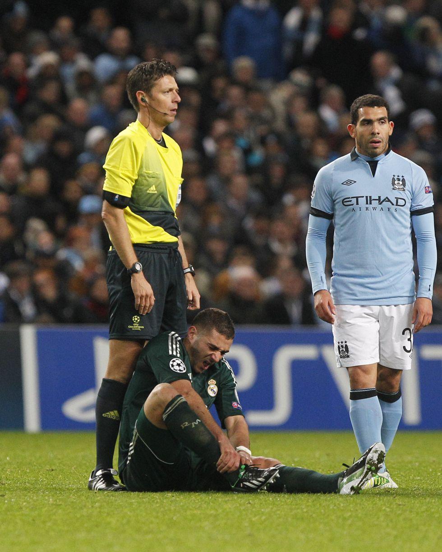 Benzema, tocado tras jugar ante el City, se entrena con el resto