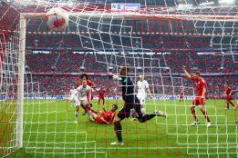 Javi Martínez marca un gol de chilena ante el Hannover'96