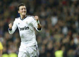 Özil entra por Modric ante un Betis con ganas de revancha