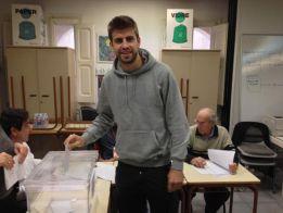Piqué, Cesc y Vilanova votaron antes de viajar a Valencia