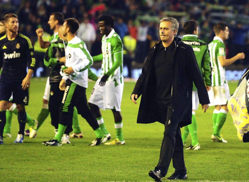 La prensa coincide: Mourinho está echando un pulso al club