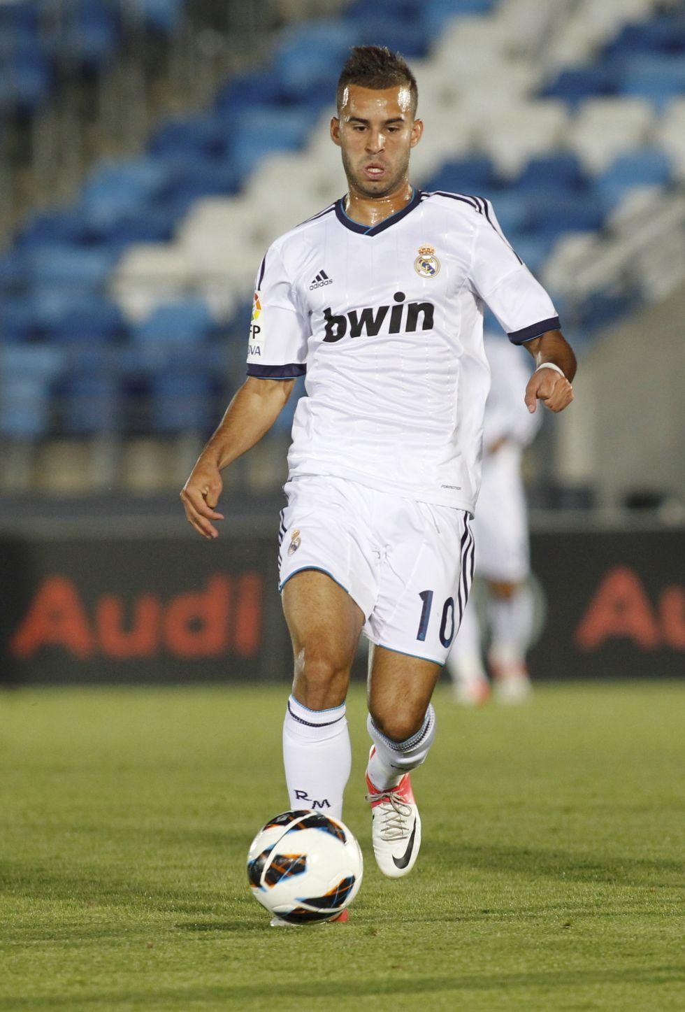 Julio Álvarez y el balón parado condenan al Real Madrid Castilla