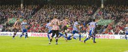 Abel Aguilar rasca un punto de oro ante un Athletic mejor
