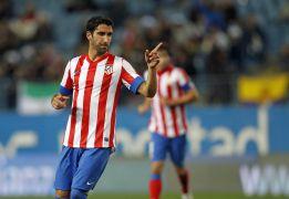 Raúl García pide un sitio para el derbi ante el Real Madrid