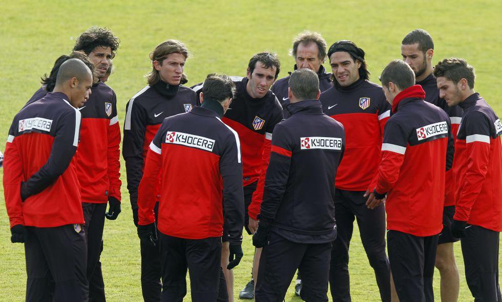 Simeone perfila el once que alineará en el derbi madrileño