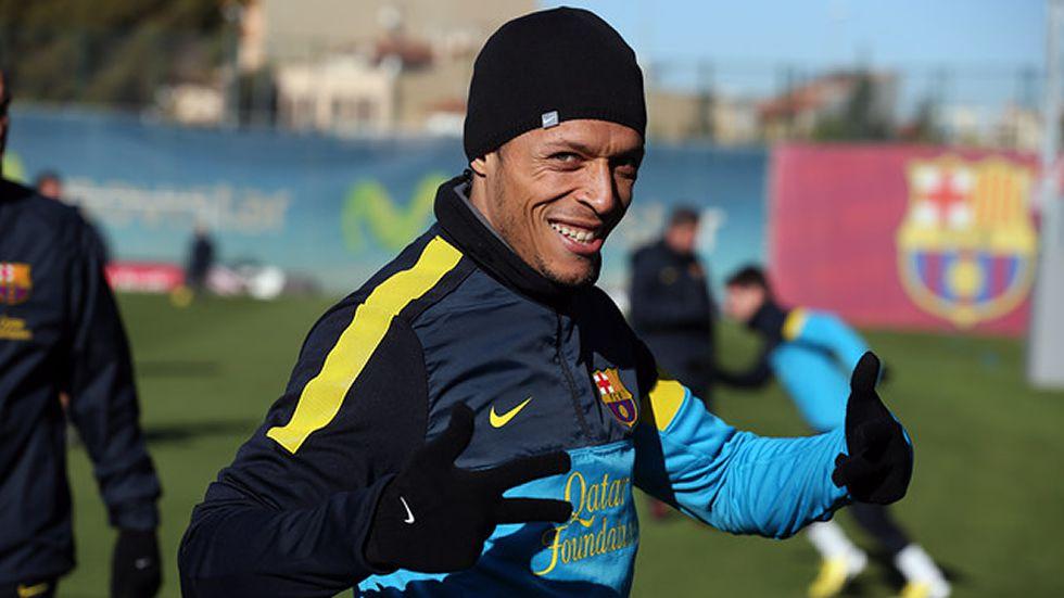 Adriano trabajó con el grupo y Abidal, con los lesionados