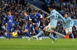 Carlos Tévez salva de penalti un empate para el Manchester City