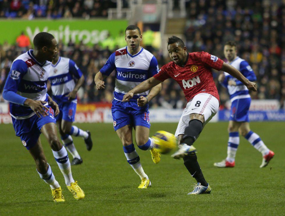 El United se agarra al liderato con un recital ante el Reading