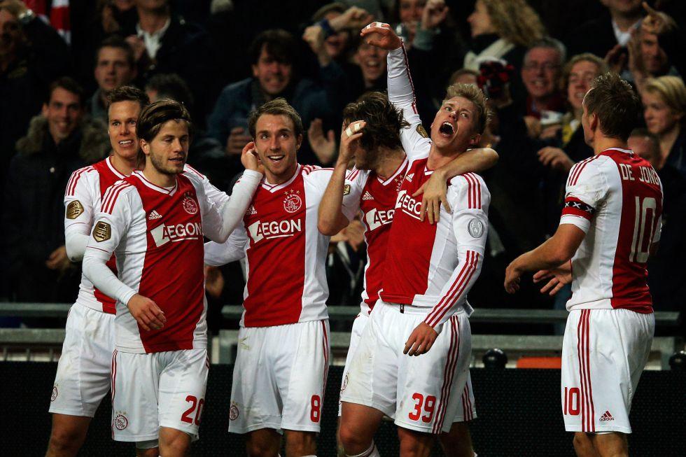 El Ajax se impone al PSV y devuelve el liderato al Twente