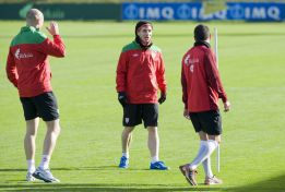 Iker Muniain se entrena con aparente normalidad