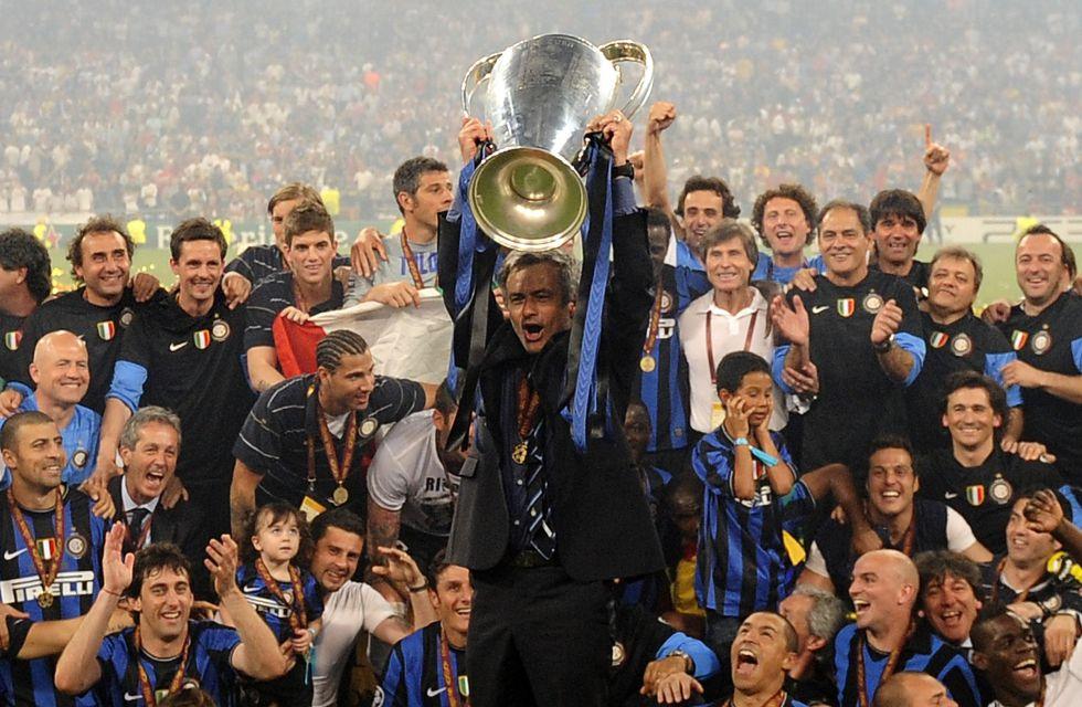 Mou ganó sus dos Champions como segundo de grupo