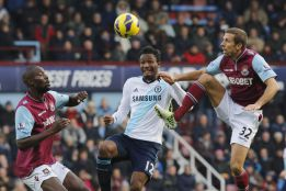 Obi Mikel sancionado con tres partidos por insultar a un árbitro