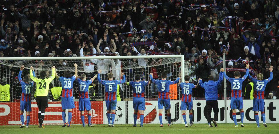 La afición checa se movilizó para poder jugar en su estadio