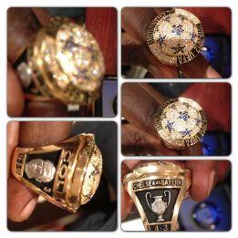 Drogba entrega anillos de campeón a sus ex del Chelsea